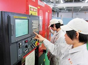 レーザー加工機による実験装置製作