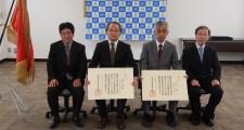 左から藤本校長、柳下名誉教授、江間名誉教授、蓮實副校長