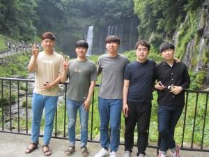 研修旅行で訪れた白糸の滝