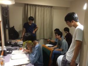 三重県・鈴鹿市と静岡県のスタジオをつないで生放送のラジオに電話出演