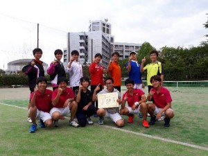 男子団体で優勝した沼津高専テニス部のメンバー