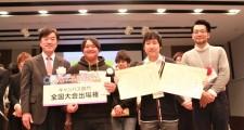 受賞した加藤正純さんと西留直人さん(中央)
