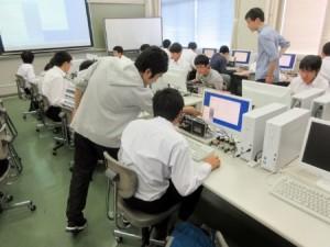 体験授業(機械工学科)の様子