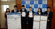 藤本校長(右側)受賞学生指導教員の青山教授(左側)