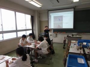 授業「手作りモーターでボートレース」