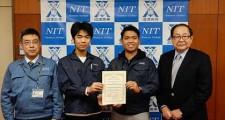左から藁科准教授、伊藤さん、ブリンヒルさん、中村校長